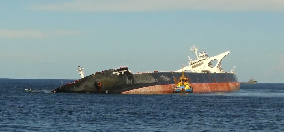 Navio Stellar Banner está encalhado a 100 km da costa do Maranhão. — Foto: Reprodução/TV Globo