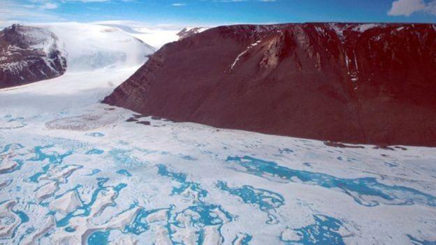BBC - Amery, 3ª maior plataforma de gelo da Antártida, não produzia um iceberg tão grande como esse desde a década de 1960 (Foto: RICHARD COLEMAN/UTAS via BBC)