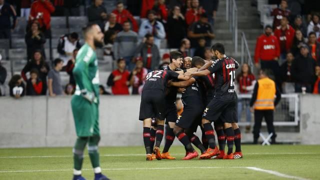 Atlético-PR vence a Chapecoense na Arena da Baixada