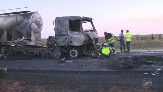 Engavetamento com três caminhões interdita Rodovia do Açúcar em Elias Fausto; veículos pegaram fogo