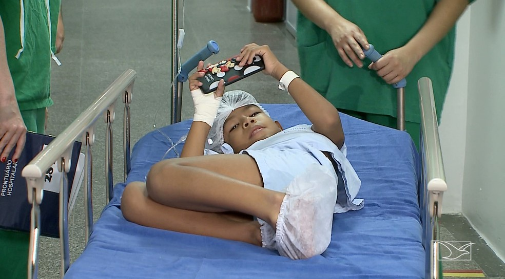 Fábio Felipe, de seis anos, foi diagnosticado com surdez profunda há dois anos. — Foto: Reprodução/TV Mirante