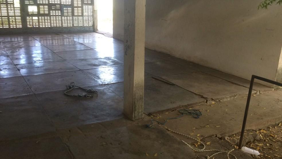 Vigilante foi espancado e amarrado a coluna dentro da escola em Mossoró (Foto: Hugo Andrade/Inter TV Costa Branca)