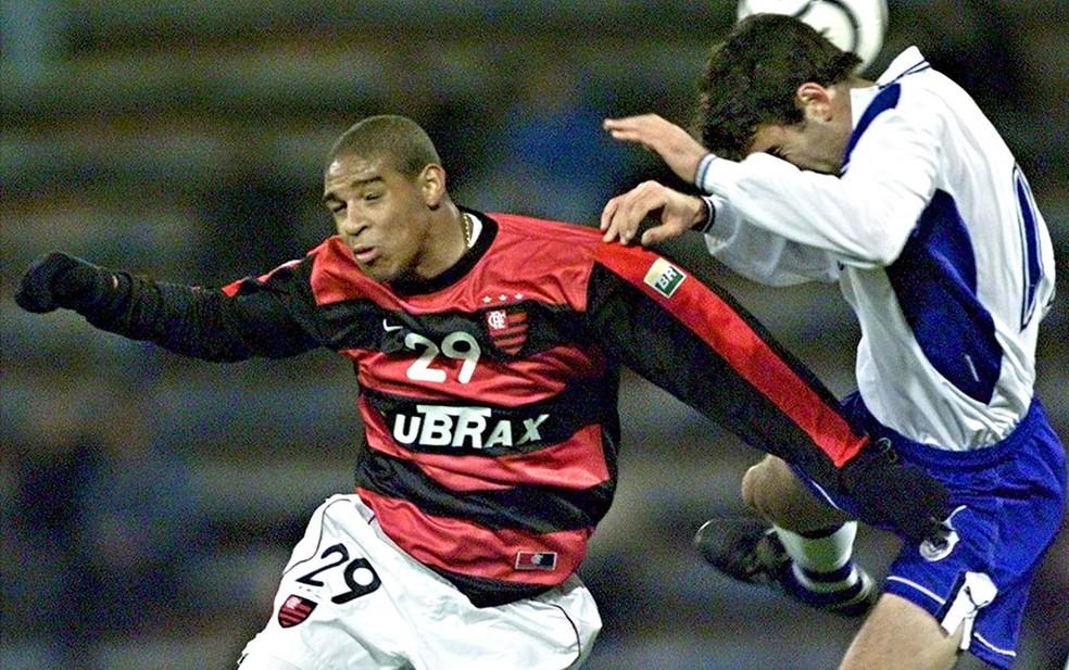 Ainda jovem, Adriano (foto) e Reinaldo foram trocados por Vampeta e o Flamengo ainda colocou dinheiro na negociação. Na Europa, ele virou o Imperador — Foto: Agência AFP