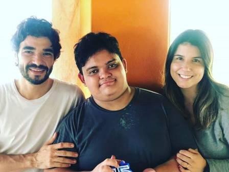 Caio Blat com Antonio e a ex-mulher Ana Ariel (Foto: Reprodução)