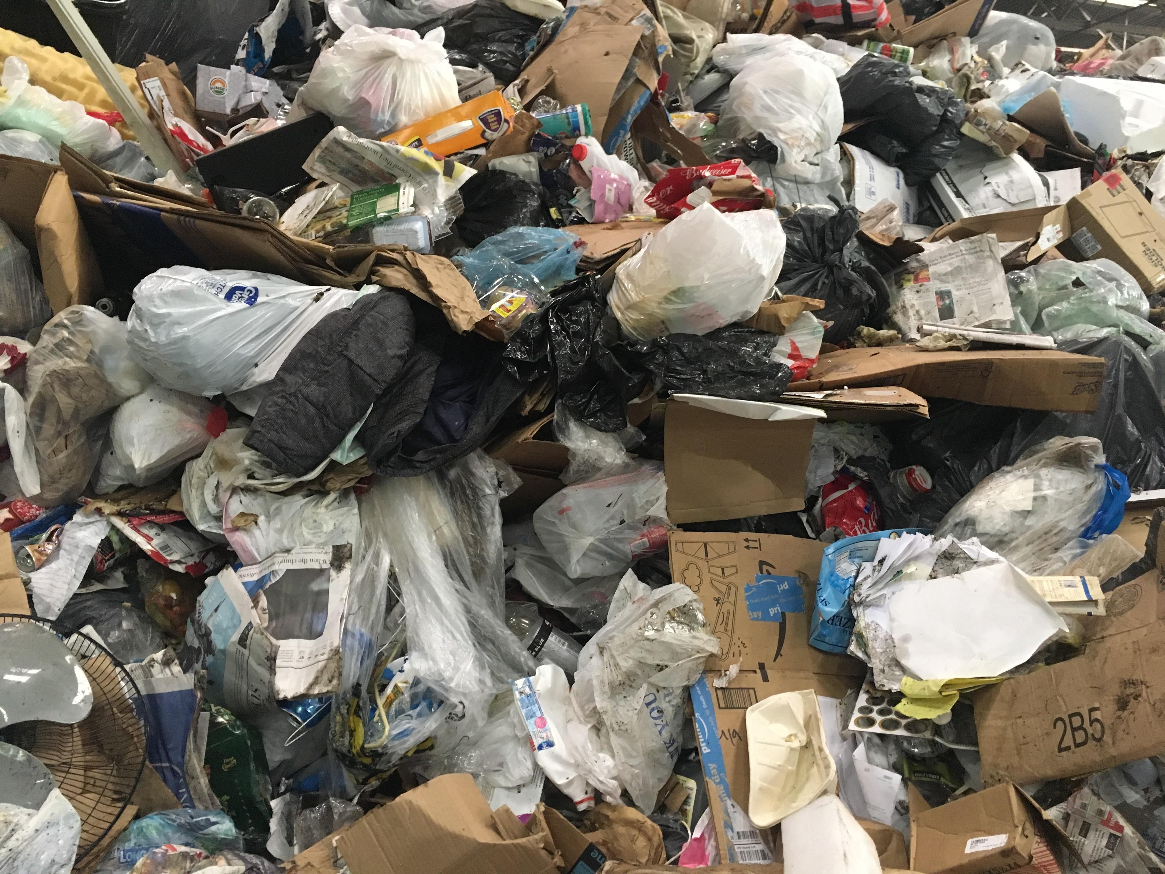 China deixa de comprar lixo reciclável dos EUA e americanos ficam sem saber o que fazer com material
