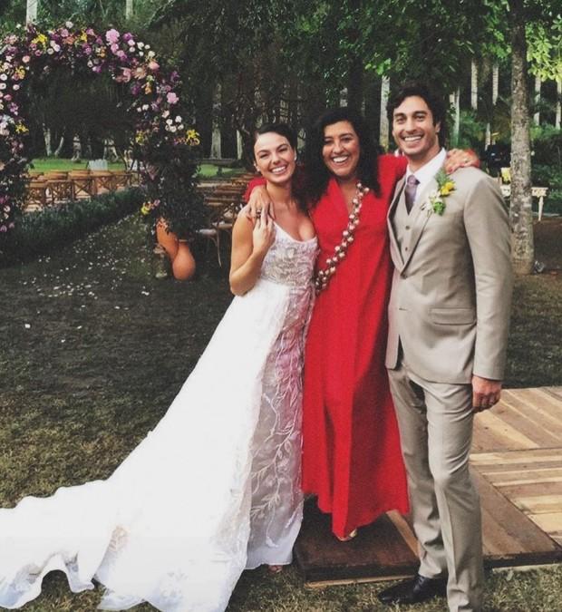 Regina Casé tno casamento de Isis Valverde  (Foto: reprodução / Instagram)