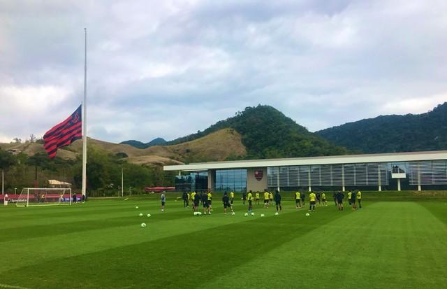 Flamengo faz último treino antes de viagem para Fortaleza; Cuéllar é liberado de atividade