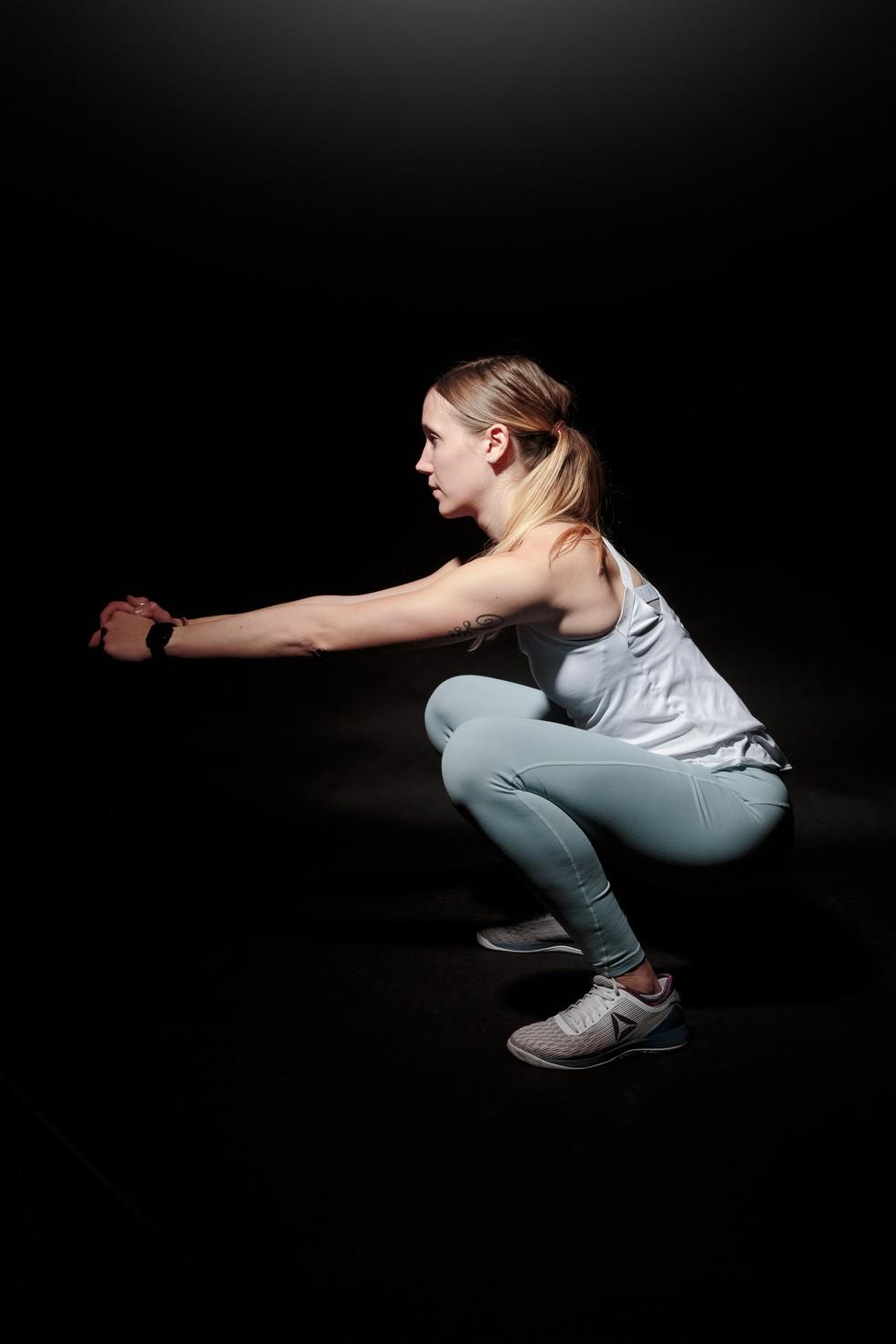 Agachamentos são altamente indicados para ciclistas fortalecerem a musculatura das pernas — Foto: Pexels