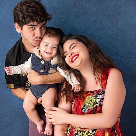 João Fernandes com Maria Belén e o filho (Foto: Studio Malfort)