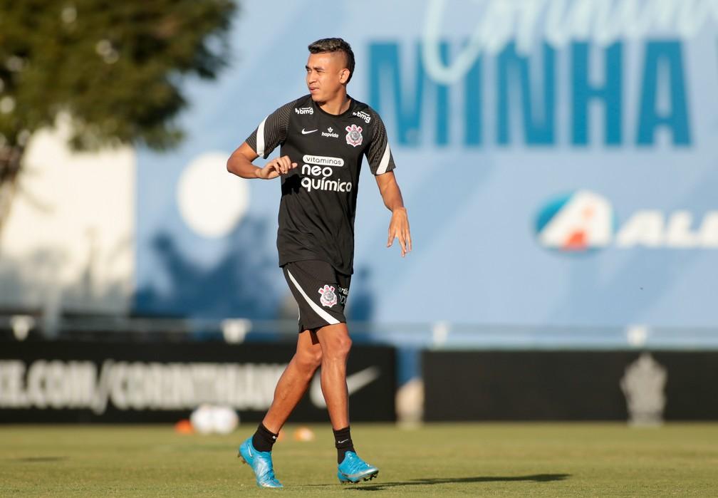 Após chegada de Sylvinho, Cantillo supera transtornos e terá sequência inédita no Corinthians