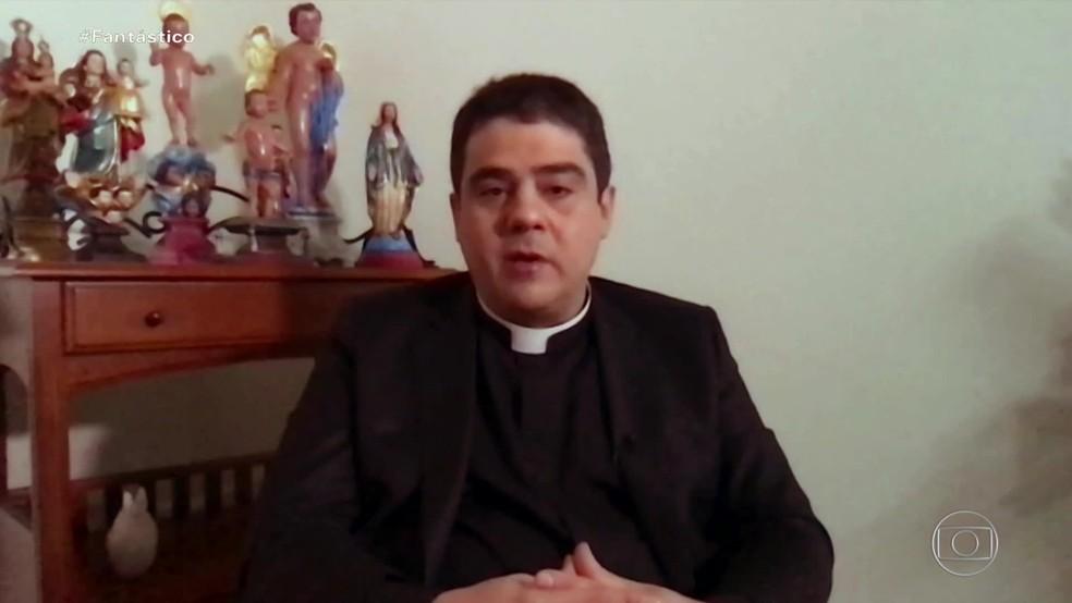 Padre Robson nega as irregularidades — Foto: Fantástico