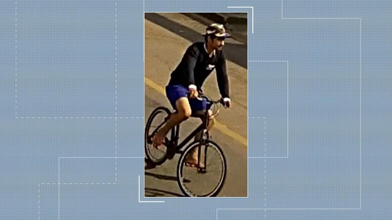 Vídeo flagra momento em que homem de bicicleta assalta mulher em rua