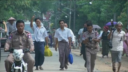 Jornalistas presos por denunciar massacre do exército em Mianmar são libertados