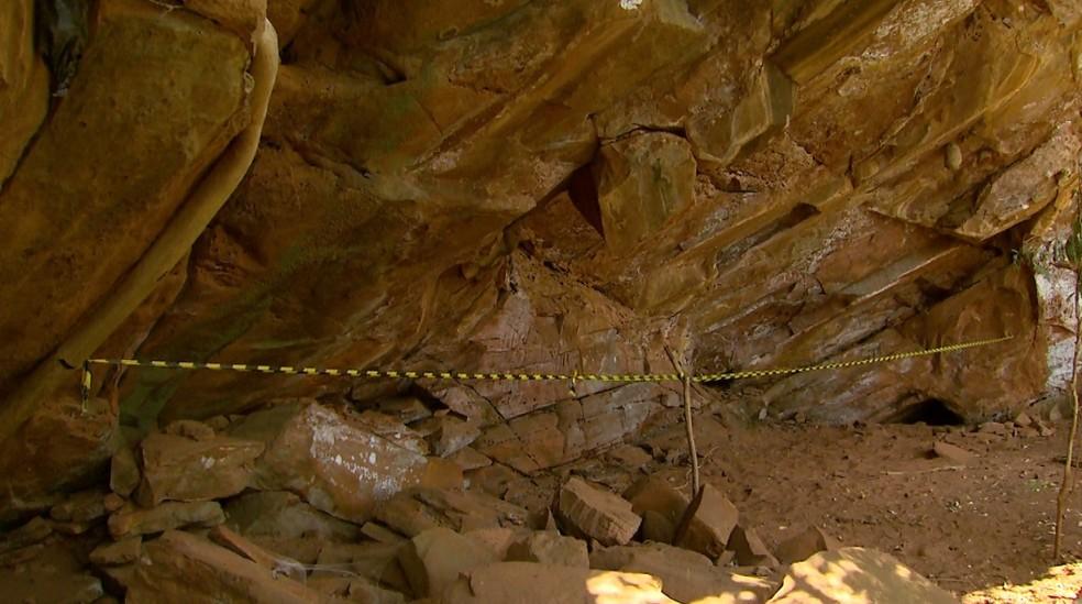 Caverna dentro de fazenda em Pedregulho, SP, está foram da área de visitação — Foto: Carlos Trinca/EPTV