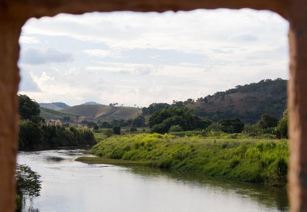 Avalanche de lama chegou a Barra Longa pelo rio Gualaxo do Norte, afluente do rio Doce (Foto: TAINARA TORRES/BBC BRASIL)