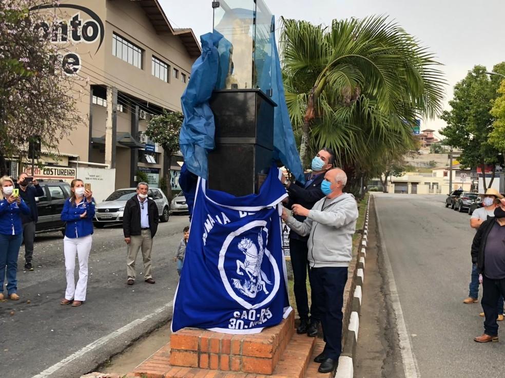 Estátua de São Jorge é devolvida ao centro de São Roque — Foto: Prefeitura de São Roque/Divulgação