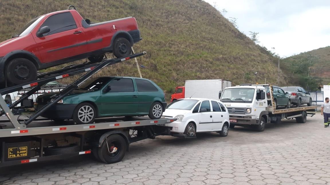PRF apreende 18 veículos durante fiscalização na Via Dutra em Barra Mansa e Piraí