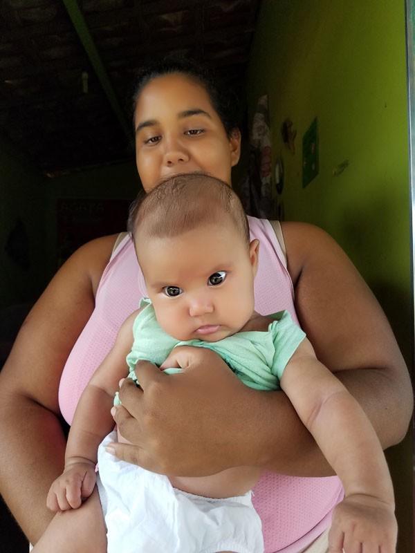 """Djamila Gomes: """"Quando cheguei em casa, encontrei a sala lotada de fraldas de todos os tamanhos"""" (Foto: Arquivo Pessoal)"""