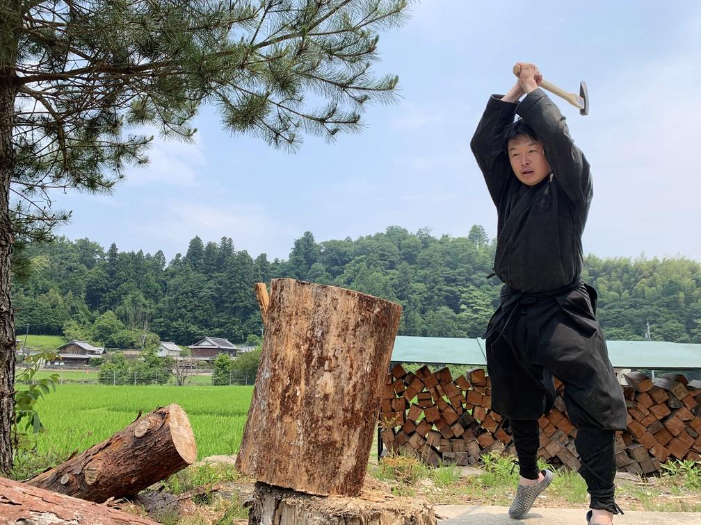 Genichi Mitsuhashi durante treinamento ninja em Iga, no Japão, em foto de 21 de junho — Foto: AFP PHOTO / COURTESY OF GENICHI MITSUHASHI