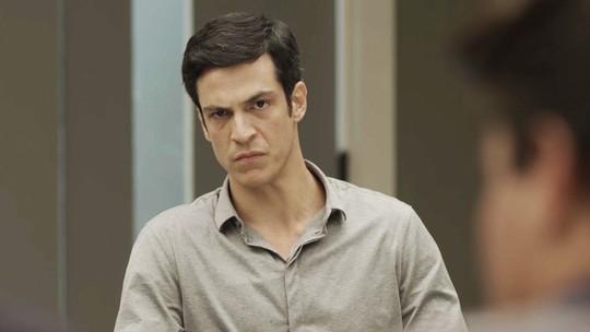 Eric depõe no julgamento dos ladrões e advogado questiona seus meios para descobrir a verdade