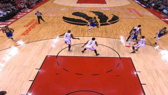 Draymond Green acha belo passe e fica com a assistência da noite na NBA