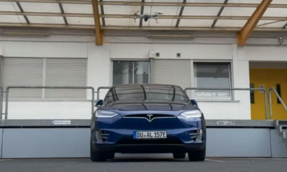 Especialistas usam drone para invadir sistema de carro da Tesla vulnerável a ataque por Wi-Fi thumbnail