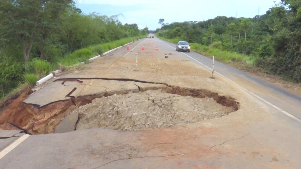 Acidente aconteceu em local com obra atrasada  — Foto: Reprodução/ Rede Amazônica
