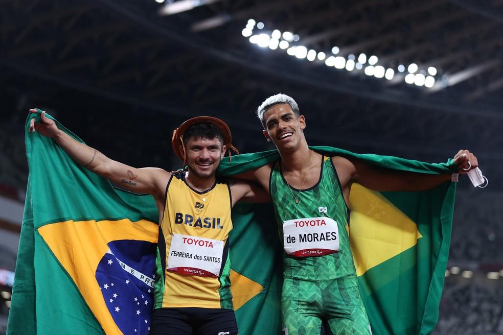 Thomaz de Moraes (à direita) e Petrucio Ferreira (à esquerda) são prata e bronze nos 40Om nas Paralimpíadas — Foto: Alex Pantling/Getty Images