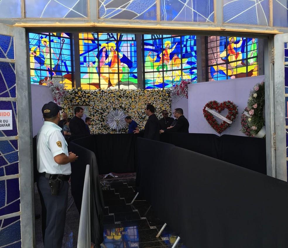Velório do ex-prefeito Agripino Lima é realizado no Santuário Morada de Deus, em Álvares Machado (Foto: Valmir Custódio/G1)