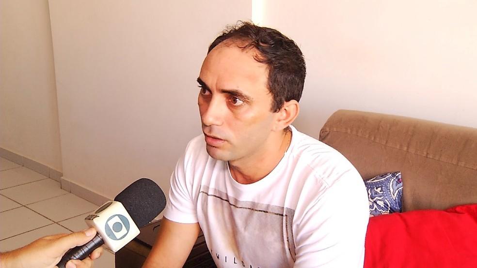 Francisco Luciano dos Santos é cantor e sanfoneiro da banda Brilhantes do Forró,  (Foto: Inter TV Cabugi/Reprodução)