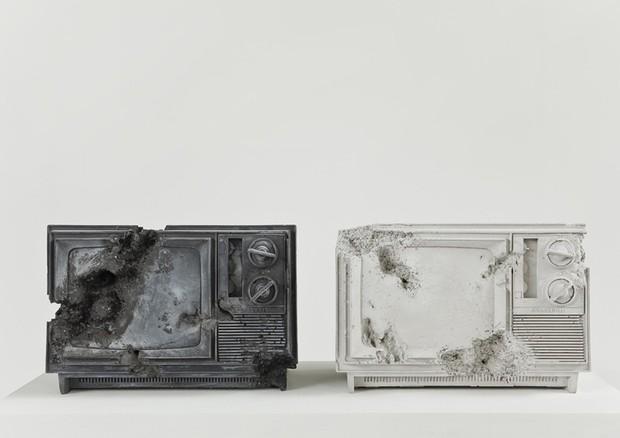 Ash and Rose Quartz Eroded Televisions (2014) (Foto: Divulgação)