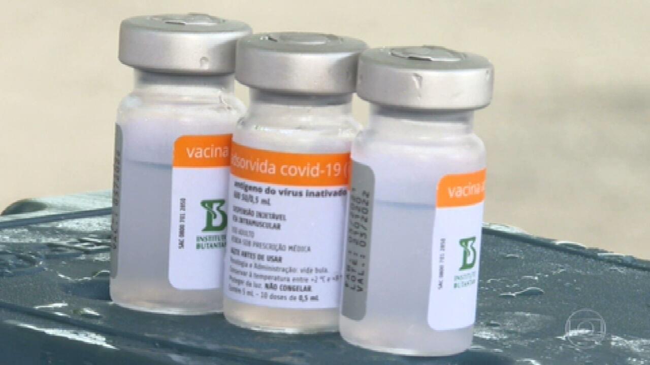Prefeituras dizem que frascos da CoronaVac têm menos do que as 10 doses anunciadas