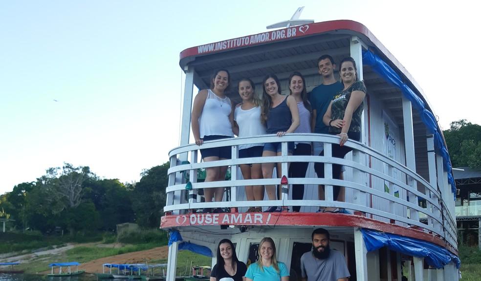 Barco com os voluntários de saúde do Projeto Canudos (e eu) em janeiro de 2019 — Foto: Naiara Bertão