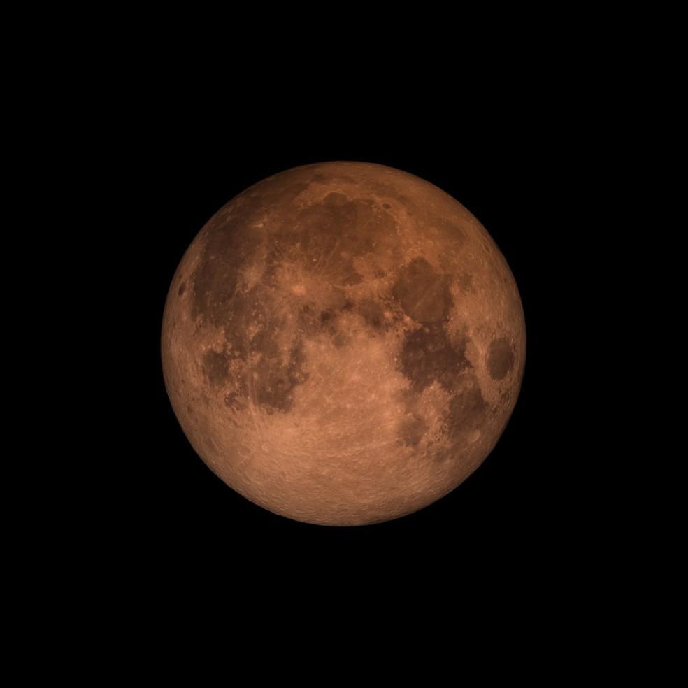 A Lua assume uma tonalidade avermelhada durante um eclipse (Foto: NASA's Goddard Space Flight Center)