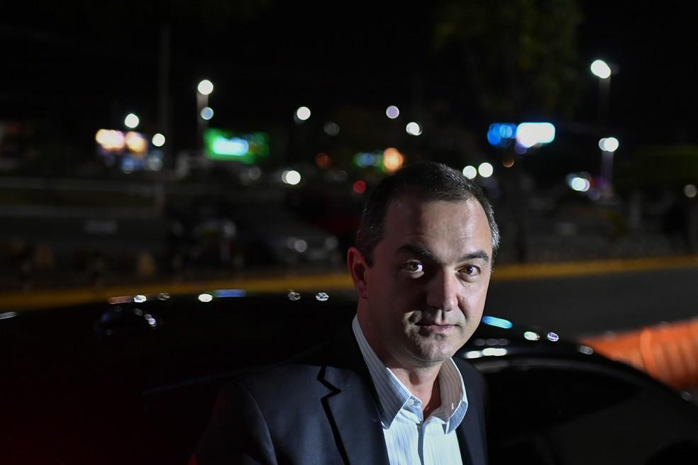 Joesley Batista no aeroporto de Brasília após prestar depoimento na PGR (Foto: Mateus Bonomi/Agif/Estadão Conteúdo)