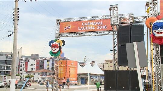 Turistas animam blocos e festas privadas do carnaval de Laguna