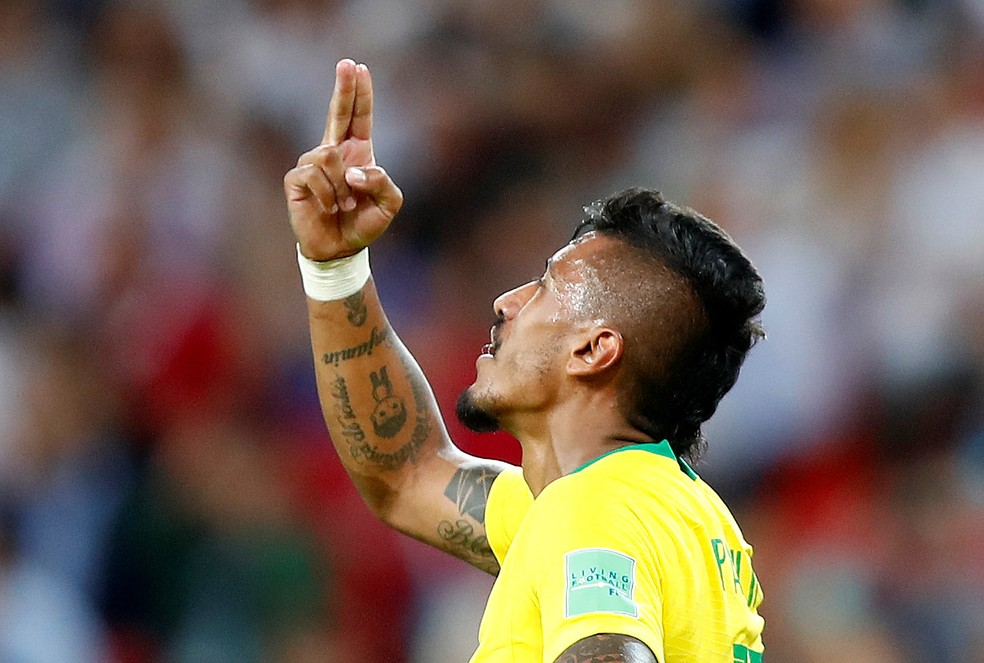 Comemoração de Paulinho no gol contra a Sérvia (Foto: Axel Schmidt/Reuters)