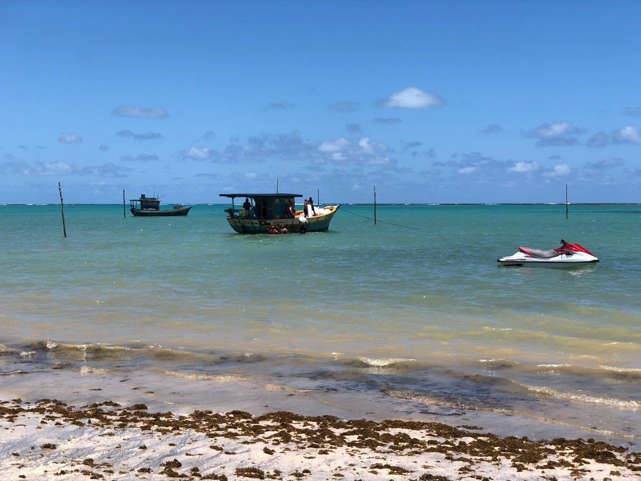 Força-tarefa atua em alto-mar para retirar óleo visto em sobrevoo entre Pernambuco e Alagoas - Notícias - Plantão Diário