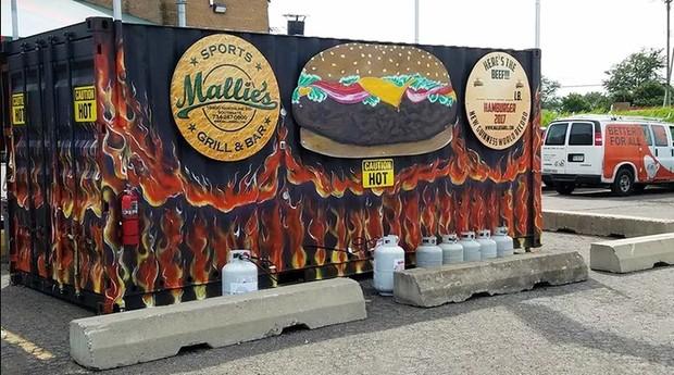 O restaurante do maior hambúrguer do mundo fica em Detroit, nos EUA (Foto: Divulgação)