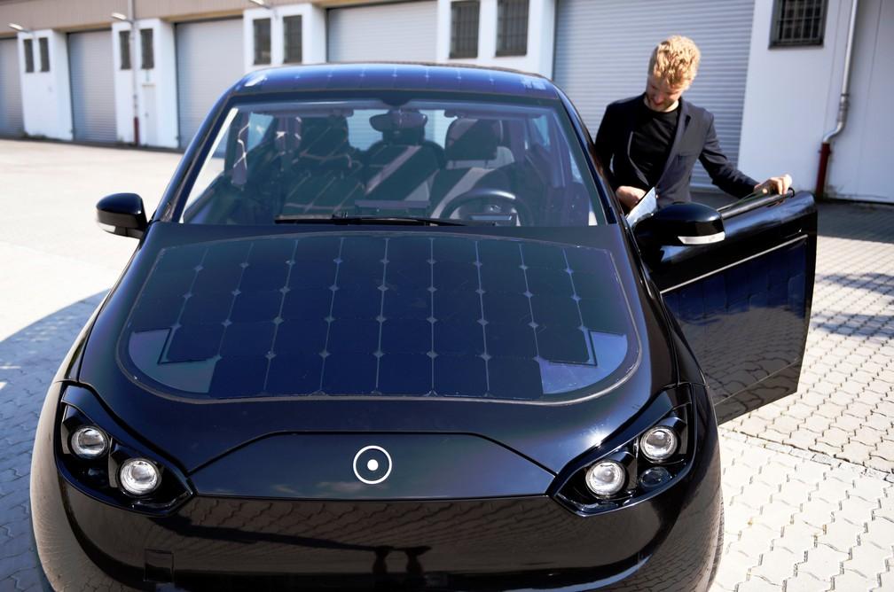 Sion, da Sono Motors, possui células solares em sua superfície — Foto: Andreas Gebert/Reuters