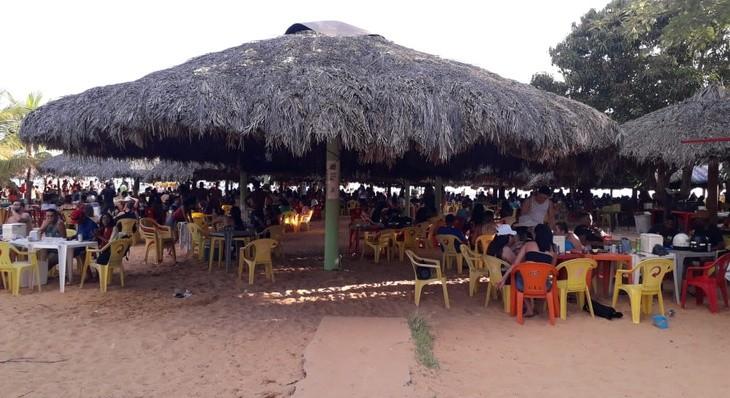 Praias de Palmas ficam lotadas e festa clandestina é interrompida no fim de semana