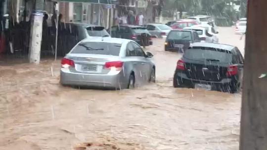 Chuva forte deixa famílias desalojadas em Vassouras, no Sul do Rio