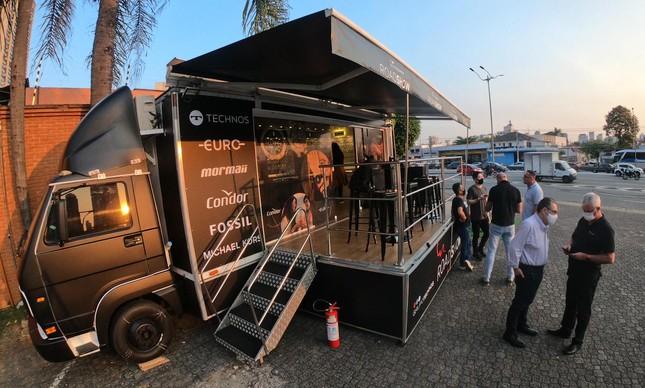 Caminhão da Technos em roadshow para divulgar novas coleções de relógios pelo país