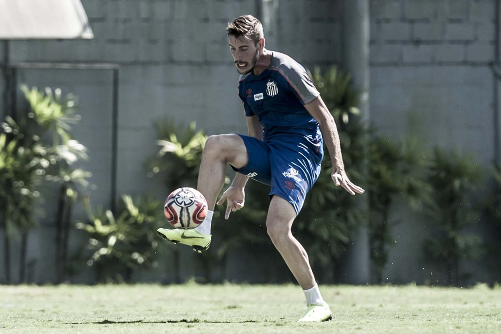 df4e88f265f86 ... Gabriel Calabres rescindiu seu contrato com o Santos — Foto  Ivan  Storti Santos FC