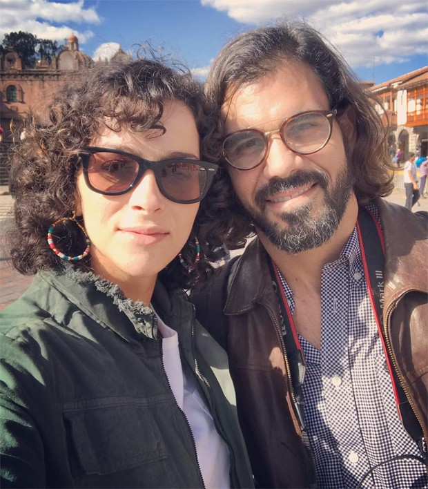 O casal Letícia Cazarré e Juliano Cazarré (Foto: Reprodução/Instagram)