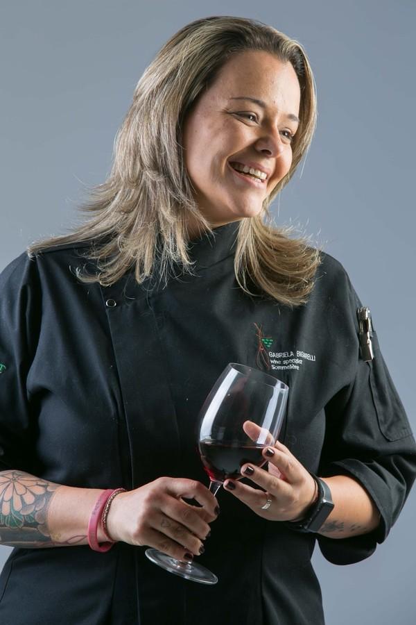 Gabriela Bigarelli, que hoje comanda uma empresa de consultoria de vinhos e o Terço Bar (Foto: Arquivo Pessoal)