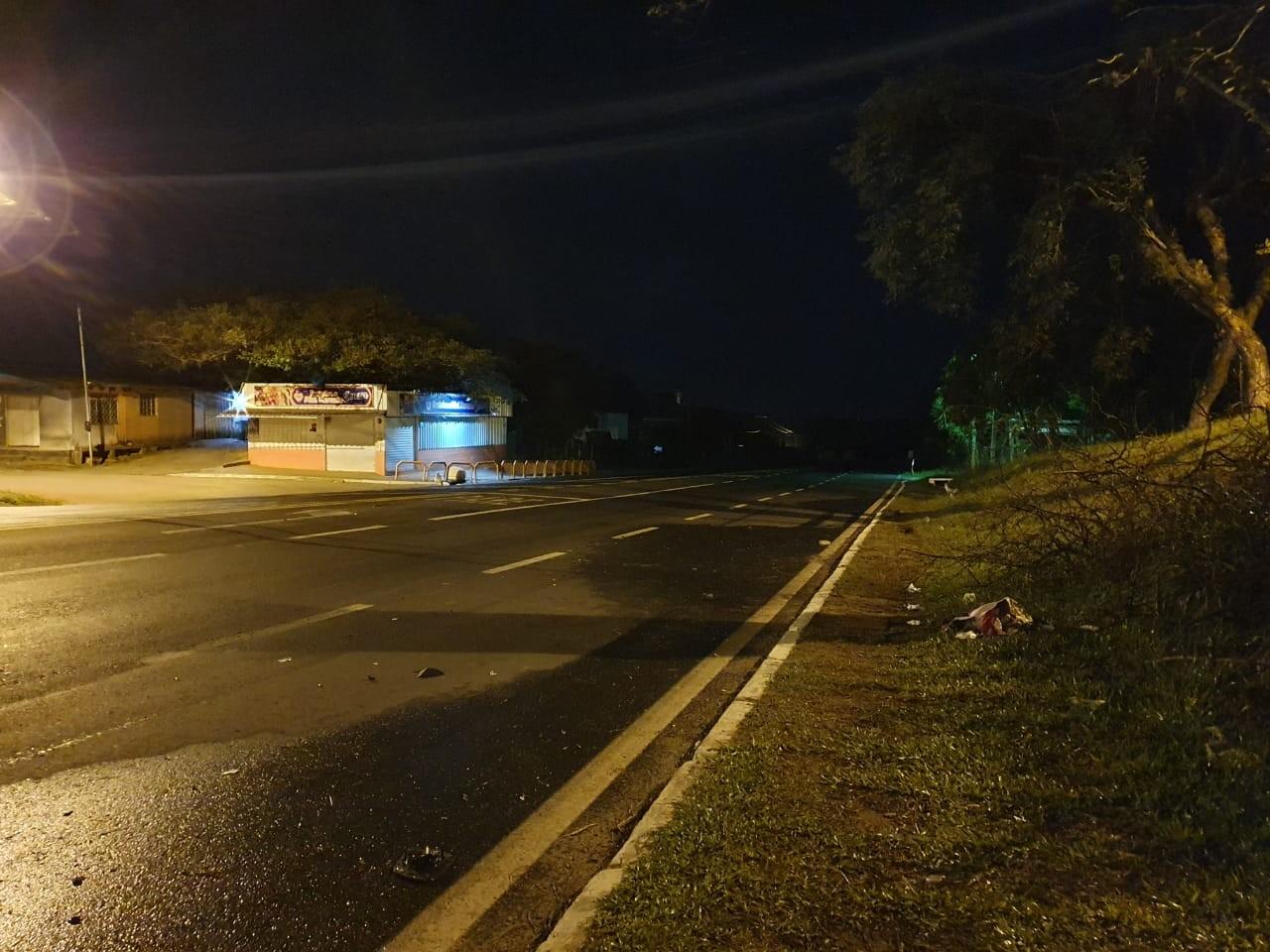 Mulher morre atropelada ao tentar atravessar ERS-040, em Viamão