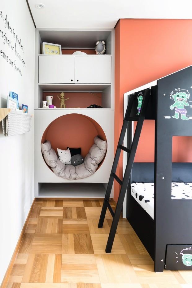 Nicho. O espaço em círculo, com futon, ambos da Ameise Design, é perfeito para ler (Foto: Renata D'Almeida / Divulgação)