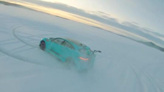 Em carro elétrico, Nelsinho Piquet bate 195 km/h em lago congelado