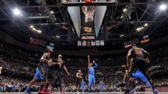 Thunder frustra LeBron e impõe pior derrota dos Cavs na temporada